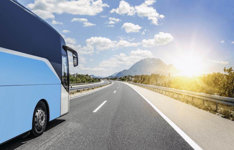 Cestovanie autom vs hromadnou dopravou