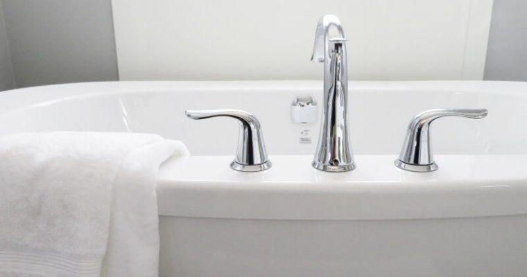 Jednoduché triky, ako docieliť, aby bola kúpeľňa vždy čistá