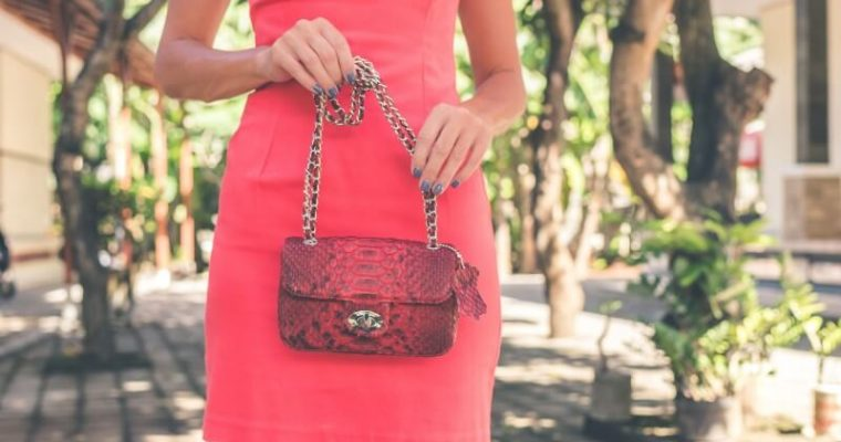 Praktická kabelka do ruky i na rameno