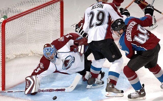 Hokejové korčule sú základ výbavy každého hokejistu