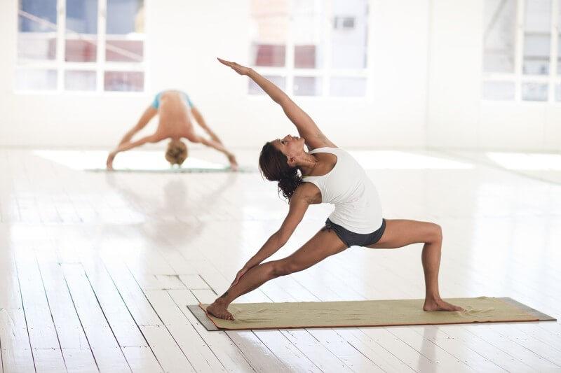 Cvičenie jogy si vyžaduje svojský šatník