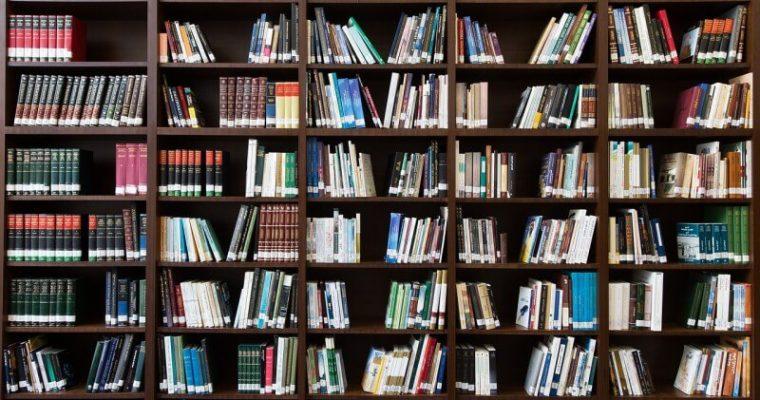 Uložte svoje knihy na police, zaslúžia si čestné miesto