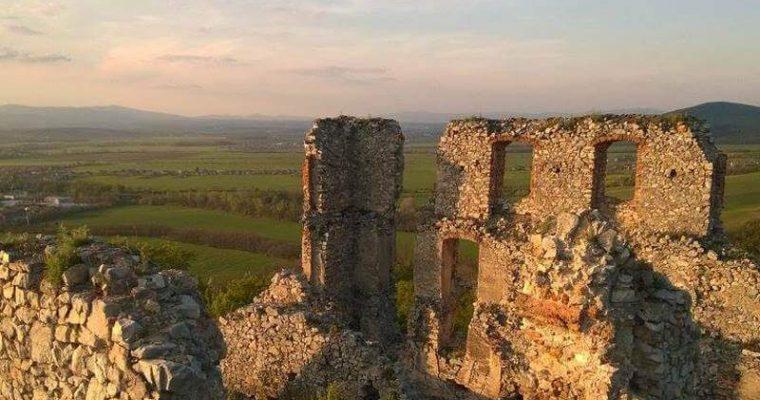 Výlet na Oponický hrad zvládne každý začiatočník