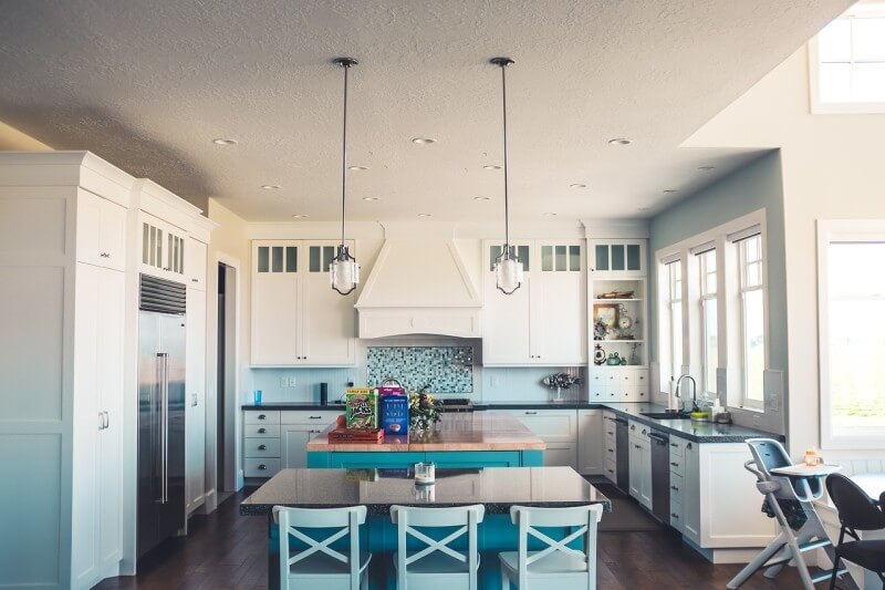 Elegantné rohové lavice do kuchyne zmenia váš pohľad na tento typ nábytku