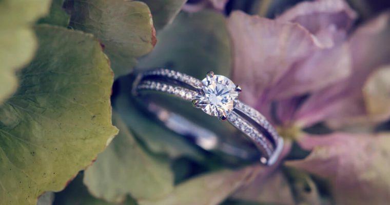 Praktické rady pre tých, ktorí plánujú kupovať zásnubný prsteň