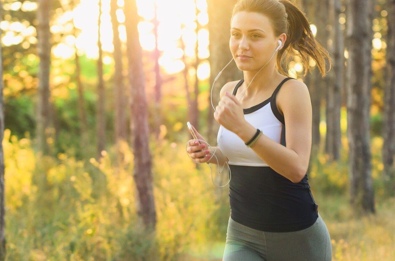 Pravidelné cvičenie formuje telo a povzbudzuje myseľ