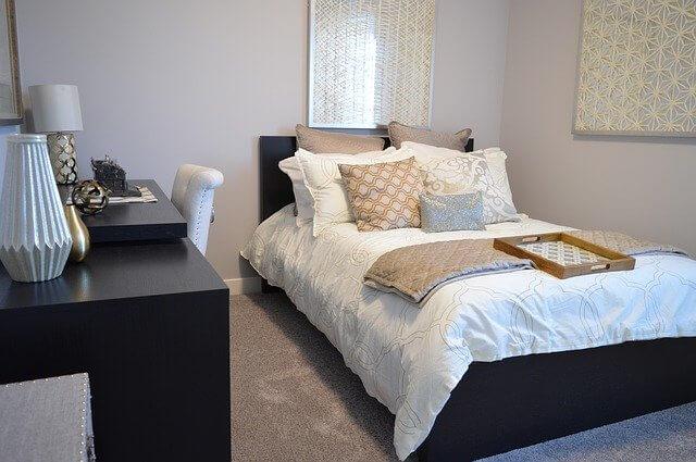 Saténové posteľné obliečky, aké majú výhody?