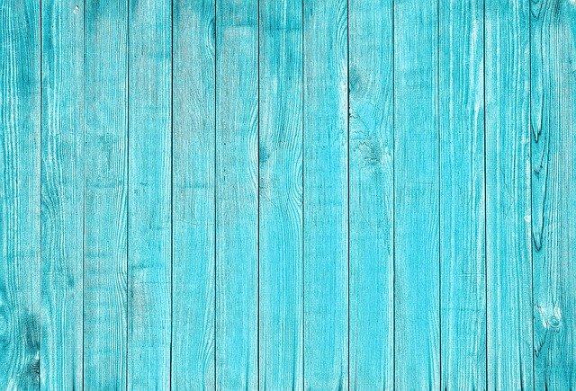 Farbiť drevo sa dá aj ekologicky