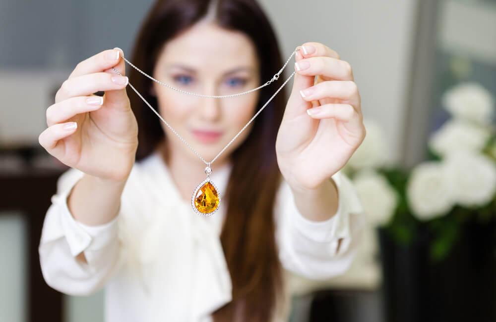 Šperky, ktoré jednoducho skombinujete so zimným oblečením