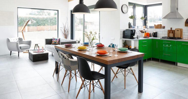 Stoly a stolíky pre množstvo využití